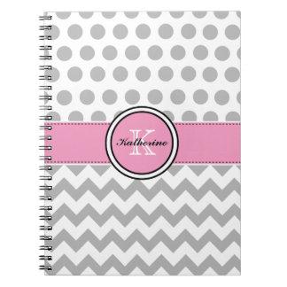 Monograma Chevron gris y cuaderno espiral rosado