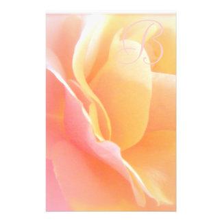 Monograma color de rosa inmóvil papeleria personalizada
