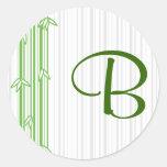 Monograma con el fondo de bambú - letra B Etiqueta Redonda