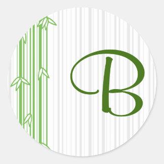 Monograma con el fondo de bambú - letra B Pegatina Redonda