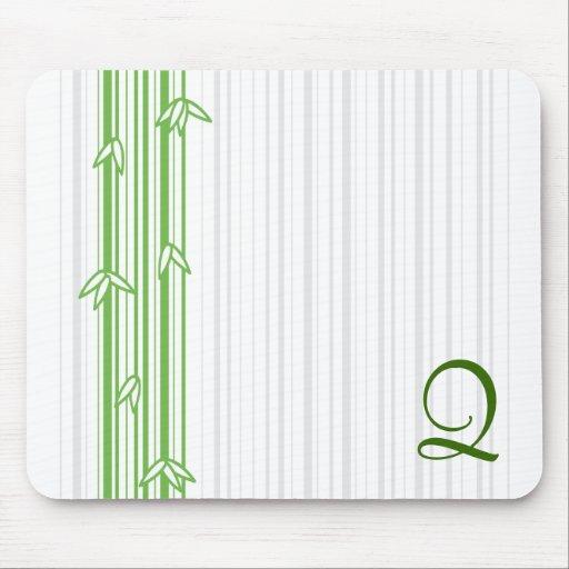 Monograma con el fondo de bambú - letra Q Tapete De Ratones