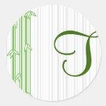 Monograma con el fondo de bambú - letra T Pegatina Redonda