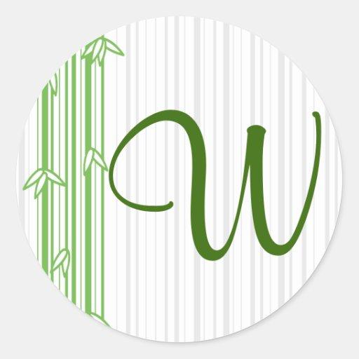 Monograma con el fondo de bambú - letra W Pegatina Redonda