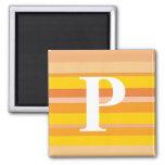 Monograma con un fondo rayado colorido - P Imanes De Nevera