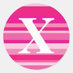 Monograma con un fondo rayado colorido - X Pegatina Redonda
