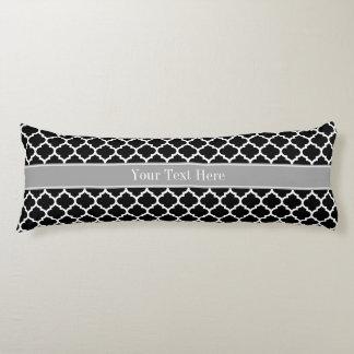 Monograma conocido gris oscuro blanco negro del cojin cama
