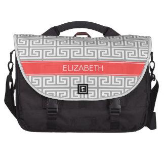 Monograma conocido rojo coralino griego gris de la bolsas para portatil