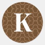 Monograma contemporáneo adornado - letra K Etiquetas Redondas