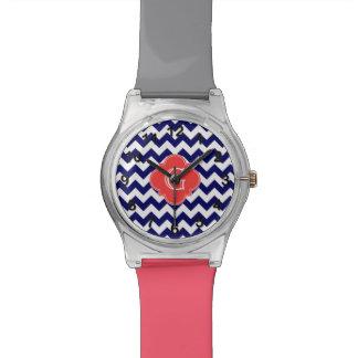 Monograma coralino de Quatrefoil del zigzag blanco Reloj De Mano