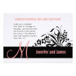 Monograma coralino floral moderno de la invitación