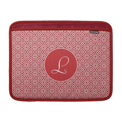 Monograma de arabesco rojo geométrico y elegante funda  MacBook