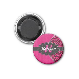 Monograma de cuero negro en guepardo rosado imán redondo 3 cm