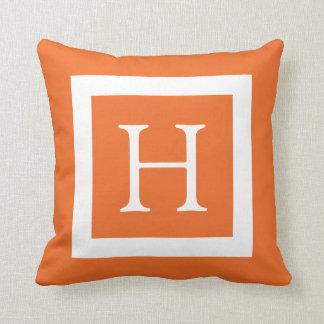 Monograma de encargo blanco anaranjado cojin