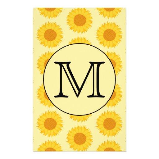 """Monograma de encargo, con los girasoles amarillos folleto 5.5"""" x 8.5"""""""