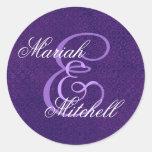 Monograma de encargo E del boda púrpura o inicial  Pegatina Redonda
