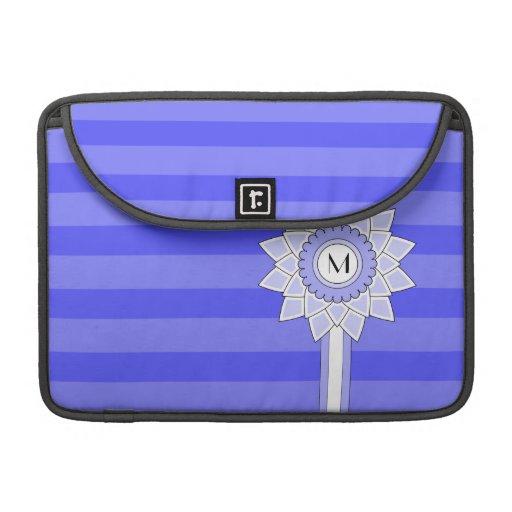 Monograma de encargo, flor azul y rayas fundas para macbooks