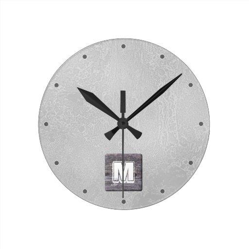 Monograma de encargo. Imagen de la madera, rústica Relojes De Pared