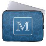 Monograma de encargo. Modelo azul marino de Paisle Fundas Computadoras