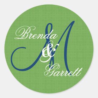 Monograma de encargo V13 del boda verde Pegatina Redonda