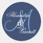 Monograma de encargo V21 del boda azul de medianoc Pegatinas Redondas