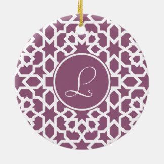 Monograma de geometría en elegante violeta adorno navideño redondo de cerámica