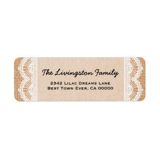 Monograma de la familia con la arpillera y el cord etiquetas de remite