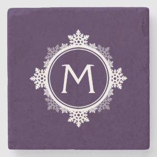 Monograma de la guirnalda del copo de nieve en posavasos de piedra