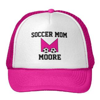 Monograma de la letra M en rosa del fútbol Gorras De Camionero