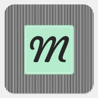 Monograma de la raya y de la menta pegatina cuadrada