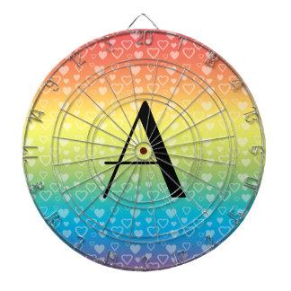 Monograma de los corazones del arco iris tablero de dardos