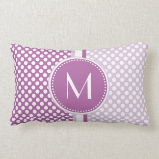 Monograma de los lunares de la lavanda de la lila cojín