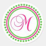 Monograma de M (rosa fuerte/círculo verde del Pegatina Redonda