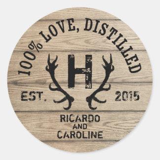 Monograma de madera personalizado del boda del pegatina redonda