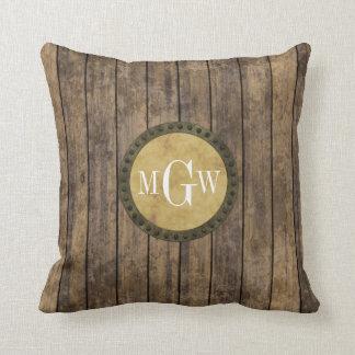 Monograma de madera rústico de los tablones #1 almohada