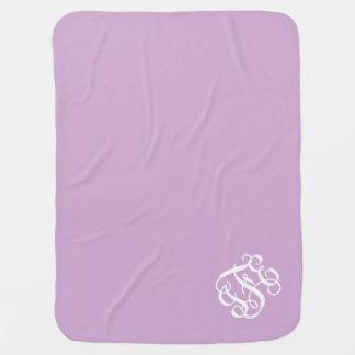 Monograma de muy buen gusto púrpura y blanco de la manta de bebé