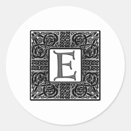 "Monograma de plata del Celtic ""E"" Etiquetas Redondas"
