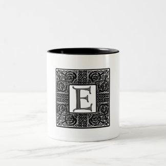 """Monograma de plata del Celtic """"E"""" Tazas De Café"""