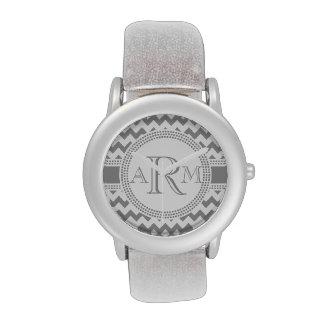 Monograma de plata y blanco de Chevron del zigzag Relojes De Mano
