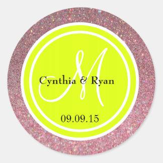 Monograma del boda del brillo rosado y del verde etiqueta redonda