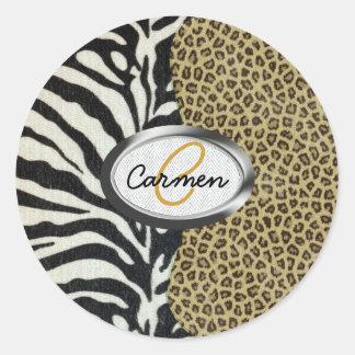 Monograma del leopardo y del estampado de zebra pegatina redonda