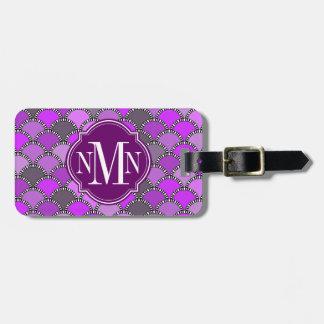Monograma del modelo de las escalas de la púrpura  etiqueta para equipaje