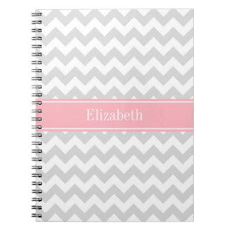 Monograma del nombre del rosa del zigzag de spiral notebooks