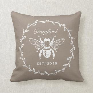 Monograma del panal del laurel de la abeja de la cojín