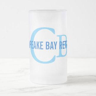 Monograma del perro perdiguero de bahía de taza de cristal