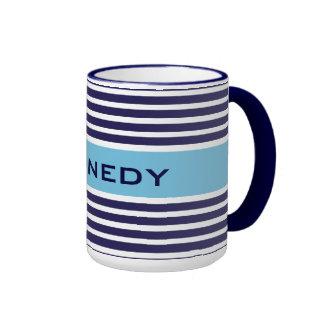 Monograma del personalizado de las rayas de azules taza de dos colores