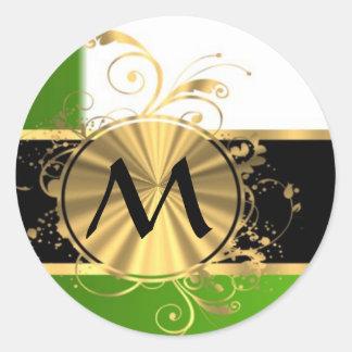 Monograma del verde vivo y del oro pegatina redonda