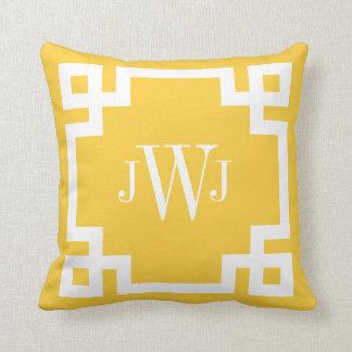Monograma dominante griego amarillo y blanco almohada