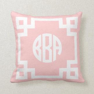 Monograma dominante griego rosa claro y blanco BBA Cojín