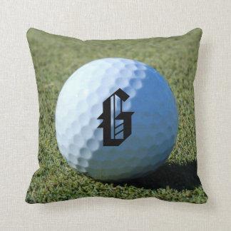 (Monograma - él) pelota de golf en la foto verde Cojín Decorativo