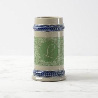 Monograma elegante de arabesco lineal color verde jarra de cerveza